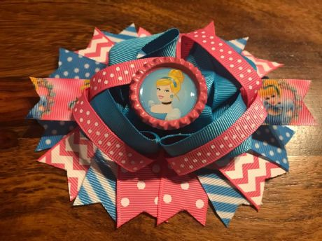 1 x CINDERELLA 4.5 INCH STACKER RING HAIR BOW BOTTLE CAP CENTRE + ALIGATOR CLIP
